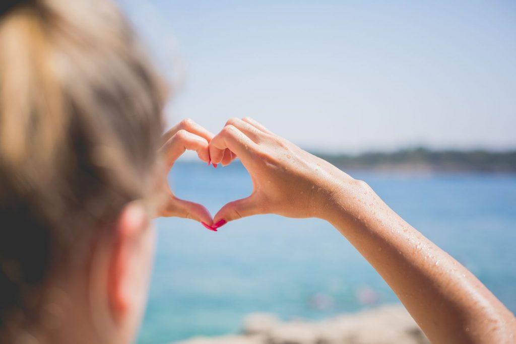 hand-love-heart